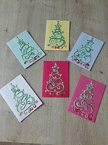 Drobnosti - Vianočná pohľadnica vyšívaný stromček - 11373928_