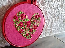 """Dekorácie - Vyšívaný obrázok """"Lúčne srdce"""" - 11373483_"""
