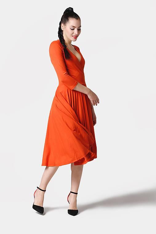 Šaty - Šaty Cross Midi oranžové - 11374497_