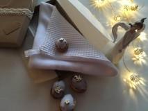 Úžitkový textil - Giving Tuesday - uteráčik pre ... (farba biela pre Adamka) - 11376441_