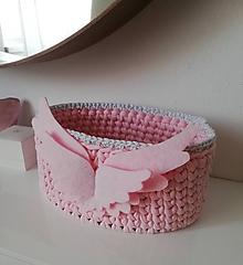 Košíky - Ružový háčkovaný košík s krídlami - 11377509_
