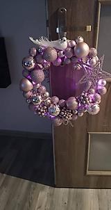 Dekorácie - Svietiaci cukríkový vianočný veniec - 11374314_