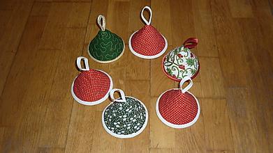 Úžitkový textil - Chňapka zvonček (Biely podklad so zeleným vzorom) - 11379505_