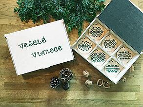 Dekorácie - .vianočné ozdoby - zelený folk motív - 11379657_