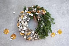 Dekorácie - Vianočný veniec na dvere - 11379955_