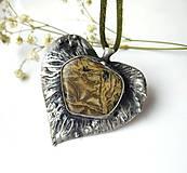 Náhrdelníky - Cínový šperk s minerálom- Lipový lístok - 11379400_