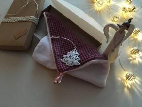 Úžitkový textil - Giving Tuesday - uteráčik pre ... (farba bordová pre Emanuelu) - 11380669_