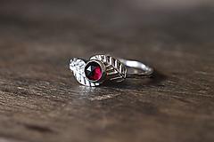 Prstene - Strieborný s lístkami a brúseným granátom - 11384110_
