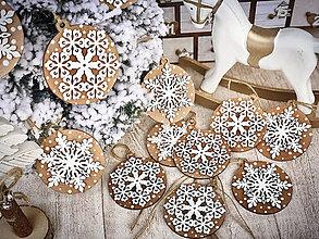 Dekorácie - Drevené vianočné ozdôbky - 11383620_