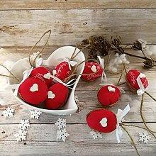 Dekorácie - Vianočný oriešok - Láskavé srdce (červené) - 11385409_