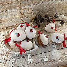 Dekorácie - Vianočný autorský oriešok - Jabĺčko pre Marušku (biele) - 11385483_