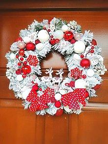 Dekorácie - Vianočný veniec so sobmi - 11382908_