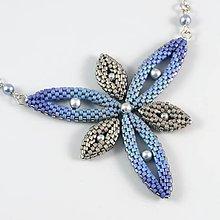 Náhrdelníky - Hviezdica - náhrdelník - modrá-šedá-strieborná - 11384126_