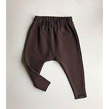 Nohavice - Detské tepláčiky slim fit čokoládovo hnedá - 11385174_