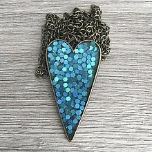 Náhrdelníky - Živicový náhrdelník srdce belasé - 11386873_