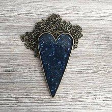 Náhrdelníky - Živicový náhrdelník srdce tmavomodré - 11386895_