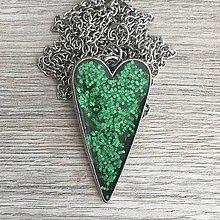 Náhrdelníky - Živicový náhrdelník srdce zelené - 11387002_