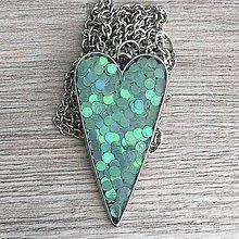 Náhrdelníky - Živicový náhrdelník srdce lesnej víly - 11387322_