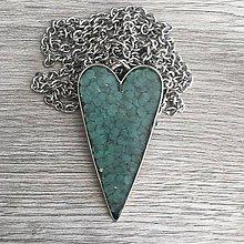 Náhrdelníky - Živicový náhrdelník srdce močiarne - 11387350_