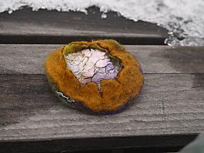 Odznaky/Brošne - Farebná brošňa z vlny a hodvábu - 11387336_