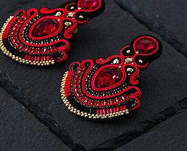 Náušnice - Červeno-čierne šujtášové náušnice so Swarovski kryštálmi Dobrava - 11386659_