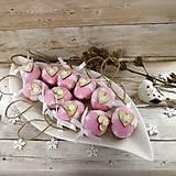 Dekorácie - Vianočný oriešok - Láska je vo hviezdach (ružová) - 11385639_