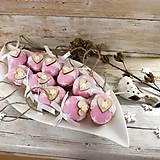 Dekorácie - Vianočný oriešok - Láska je vo hviezdach (ružová) - 11385640_