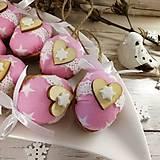 Dekorácie - Vianočný oriešok - Láska je vo hviezdach (ružová) - 11385641_