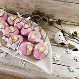 Dekorácie - Vianočný oriešok - Láska je vo hviezdach (ružová) - 11385643_