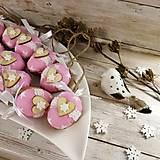 Dekorácie - Vianočný oriešok - Láska je vo hviezdach (ružová) - 11385645_