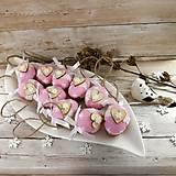 Dekorácie - Vianočný oriešok - Láska je vo hviezdach (ružová) - 11385646_