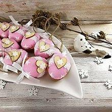 Dekorácie - Vianočný oriešok - Láska je vo hviezdach (ružová) - 11385644_