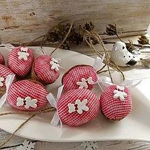 Dekorácie - Vianočný autorský oriešok - Biely medvedík (červené) - 11385665_
