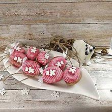 Dekorácie - Vianočný oriešok - Biely medvedík (červené) - 11385667_