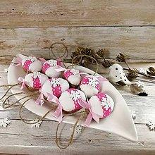 Dekorácie - Vianočný oriešok - Snehové vločky pre princeznú (biele) - 11385715_