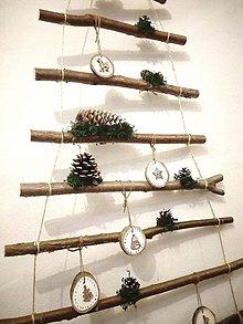 Dekorácie - Vianočný stromček závesný ozdobený - 11387168_