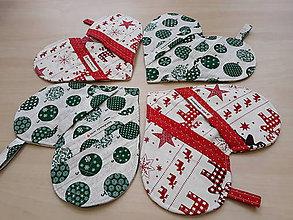Úžitkový textil - Chňapka/srdiečko-Vianoce, zelené ozdoby - 11390149_