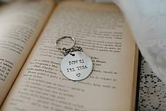 Kľúčenky - Prívesok na kľúče SOM TU PRE TEBA - 11388998_