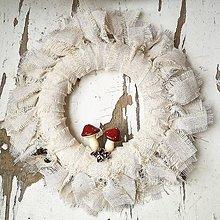 Dekorácie - Vianočný venček muchotrávka - 11389659_