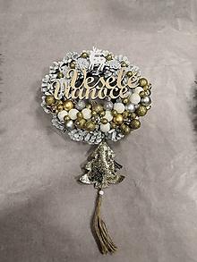 Dekorácie - Vianočný venček na dvere strieborno-zlatý - 11388846_