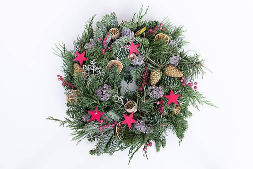 Prírodný vianočný veniec na dvere