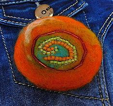 Odznaky/Brošne - svieža plstená brož oranž - 11388301_