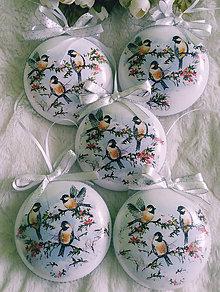 Dekorácie - Vianočné medailóny - ...kam sa vtáčik, kam schováš - 11389225_