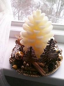 Dekorácie - Vianočný svietnik ... keď Ti padne šiška z lesa na nos ... - 11388858_