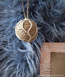 Dekorácie - Béžová vianočná guľa vyrobená z plastových sáčkov - 11389653_