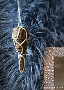 Dekorácie - Hnedý vianočný špic vyrobený z plastových šáčkov - 11389672_
