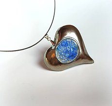 Náhrdelníky - Keramický prívesok zo sklom - Modré srdce - 11388974_