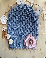 Detské čiapky - Denim ciapka s pudrovo bielou kvetinou - 11390209_