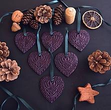 Dekorácie - Vianočné fialové srdiečka - 11392852_