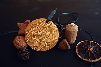 Dekorácie - Vianočná zlatá rozeta - 11393077_